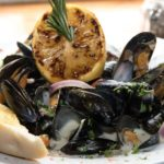 Treat yourself at the start of the week with our freshly cooked Dunmore Mussels at Lanigans Kilkenny Bar